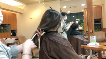 """37岁女性嫌长发太单调,到理发店尝试""""外翻短发"""",感觉变化好大"""