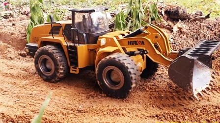 遥控工程车开工啦。装载车自卸车平板卡车挖掘机运输泥土铺路