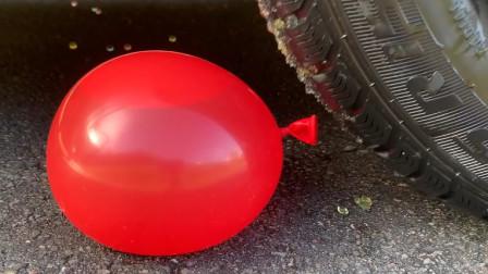 把气球、威化饼等放在车轮下解压,看着好解压