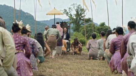 男子不满自己国家,来到丛林当国王,没想到这里的人竟同意了