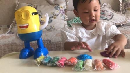 和小黄人一起拆橡皮泥益智玩具游戏