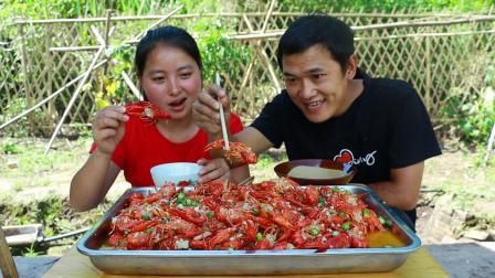 150元小龙虾5斤大蒜,一起焖15分钟蒜香浓郁,今天随便吃