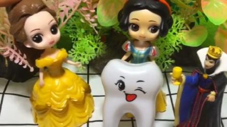 母后发糖果,检查白雪贝儿的牙齿,贝儿的牙齿不健康不能吃糖果
