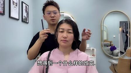 头发很少的女生被发型师剪了这款发型后,结果像变了一个人