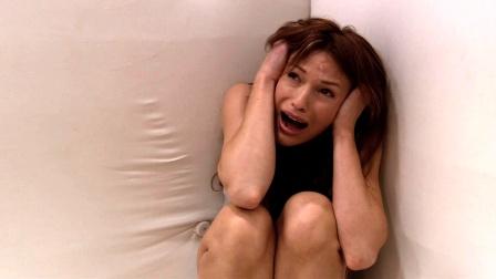 电影:女孩被困密室,逃出去后才发现,还是密室里面安全
