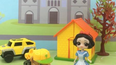 少儿亲子玩具:小丽想让白雪请他吃汉堡