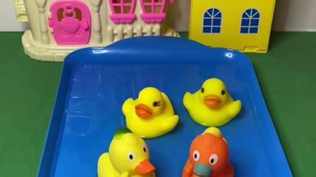 趣味玩具:小鸭子们排队下水里游泳