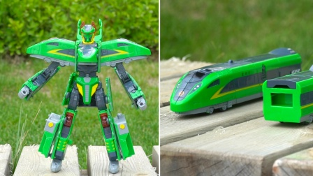 列车超人玩具:复兴号机甲变形成火车形态,机车三大合体机器人