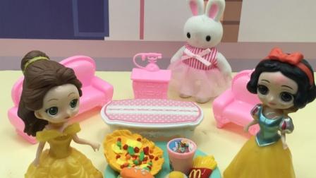 白雪和贝儿的零食不见了,你们知道谁吃了吗