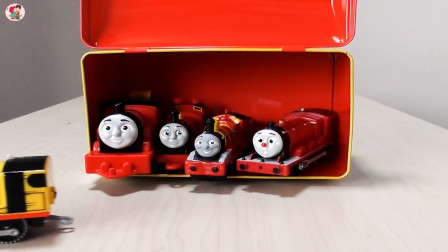 展示托马斯小火车,红色火车最好看