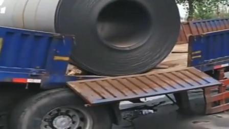 货车司机非要拉钢卷, 这下连车都没了吧?
