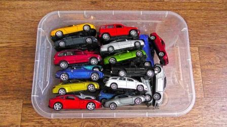 数数箱子里有多少辆彩色汽车玩具