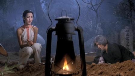 阔太来到墓地挖尸油,以此练邪术迷惑男人,老和尚好心劝阻她不听