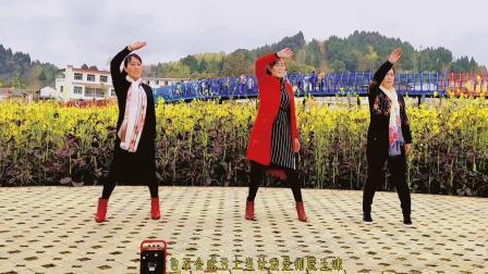 热门广场舞《信你个鬼骗人的嘴》三姐妹同跳,各有风采