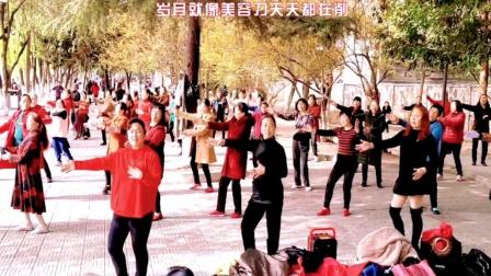 阿姨们跳热门广场舞《岁月美容刀》愿我们青春永不老