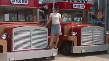 豪车摆地摊不是新鲜事,这样的地摊车你见过吗?