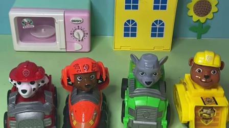 趣味玩具:汪汪队集合去给佩奇过生日