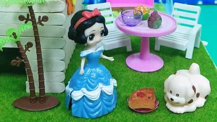 白雪给狗狗做了蛋糕,小狗狗没吃去睡觉,结果蛋糕让贝尔吃了(上)