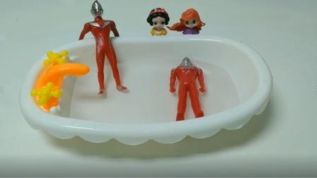 白雪竟然偷看奥特曼洗澡