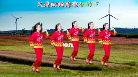 网红情歌广场舞《荞麦花》欢快动听,句句入心,简单大气,百看不厌