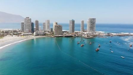 同样是海滨城市,这里400年不下雨,修96公里管道进口淡水