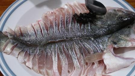 一条鱼做两种不同口味,这道双味鲈鱼一定不能错过,鱼肉鲜嫩