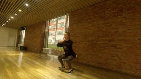 下蹲踢腿真正的健身之王,1天30次,促睾酮分泌,强腿强腰更健康