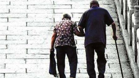 因奶奶腿脚不便,走起路都十分的艰难