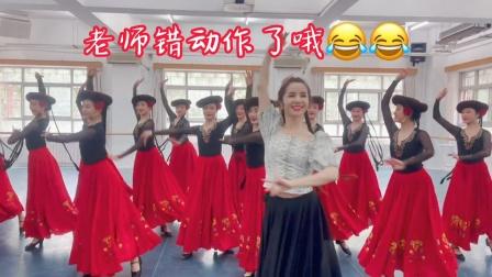 古丽米娜带着学生跳民族舞,柔美动人中带着力量感,正宗!