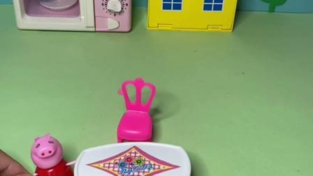 趣味玩具:佩奇骗乔治有怪兽来了,让乔治躲起来,自己偷吃东西!