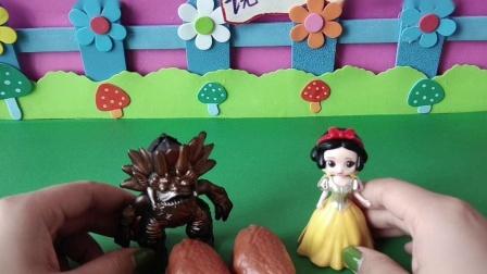 益智玩具:白雪把自己的鸡腿给了小怪兽