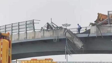 上海载沥青货车侧翻致2伤 视频曝光