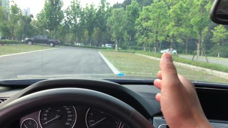 1分钟学会开车关键技巧,判断右侧车轮,驾校没教过