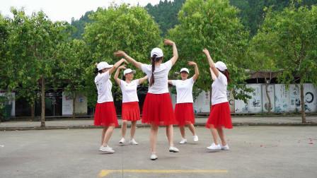 民族风圈圈舞《格桑拉》简单易学热闹有趣,大妈大姐们都爱跳