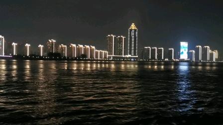 芜湖长江边夜景(坐游船手机摄像)