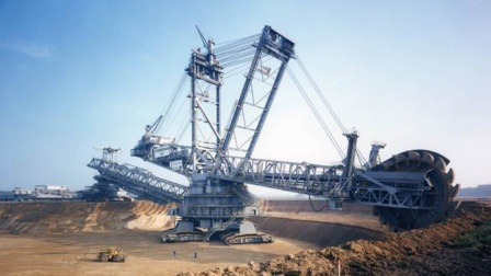 世界最大挖掘机,一天挖一座山,流浪地球挖掘机的原型就是它?