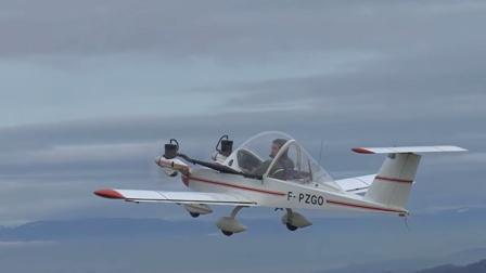最小飞机造价仅有10万,两台单缸发动机就敢飞4600米高