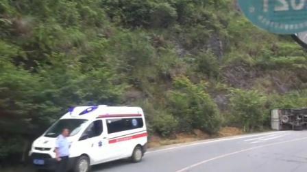 小货车侧翻司机被困,消防到场成功处置