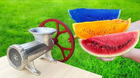 把三色西瓜扔进绞肉机,能做出西瓜汁吗?结果太意外了