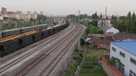 上局合段HXD1C-6506牵引中欧班列撮镇两道通过