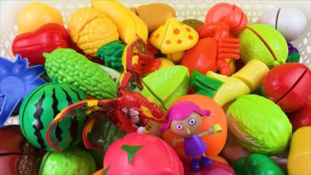 爆兽猎人和斑斑一起玩水果切切看