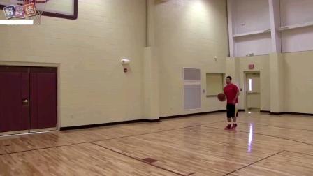 篮球小妙招:保罗背后运球接后转身过人上篮
