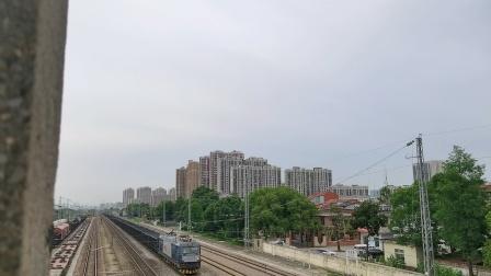 武局江段HXD3C-0147牵引敞车大列通过!(1)