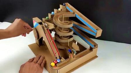 """小哥脑洞大开,DIY一台纸板""""弹珠游戏机"""",玩起来趣味多多!"""