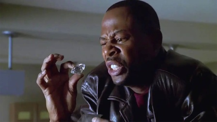 盗贼入狱前,把偷来的钻石藏到工地,不料出狱后工地变成警察局!