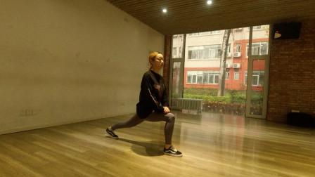 每天弓步压腿拉伸3分钟,打开经脉堵塞,经络通畅身体健康人也瘦