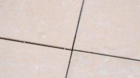 黑黑的瓷砖缝隙难清理?简单一招,轻轻一擦就洗白,省钱又省事