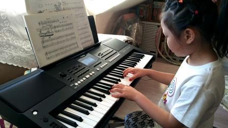 张文婷同学电子琴弹奏《轻轻地划》