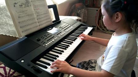 张文婷同学电子琴弹奏《在泉边》