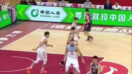 他的加入会让中国男篮如虎添翼,赵睿的核心力量,在CBA绝对是顶级的!
